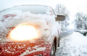Talvirenkaasta on löydyttävä riittävät nastat, urat ja pito vielä keväälläkin