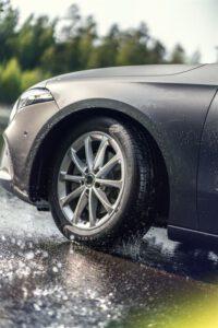 Autonrenkaat eivät ole vain pala kumia – Tulevaisuudessa renkaat viestivät keskenään ja voivat jopa varoittaa kuljettajaa jäästä