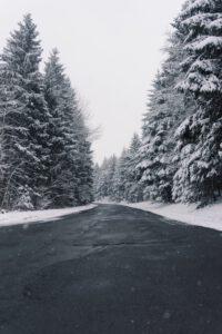Tarkkana talvitiellä – vältä vaaralliset kolarit asiantuntijan neuvoilla