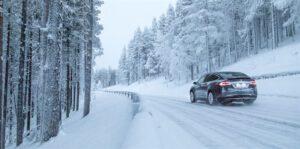 Pohjoismaisiin oloihin tehdyt renkaat tuovat turvaa talvikeleillä – Varmista myös riittävä urasyvyys ja renkaan ikä