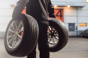 Näin tarkastat renkaat, jos ostat käytetyn auton – Kiinnitä erityistä huomiota tuontiauton renkaisiin